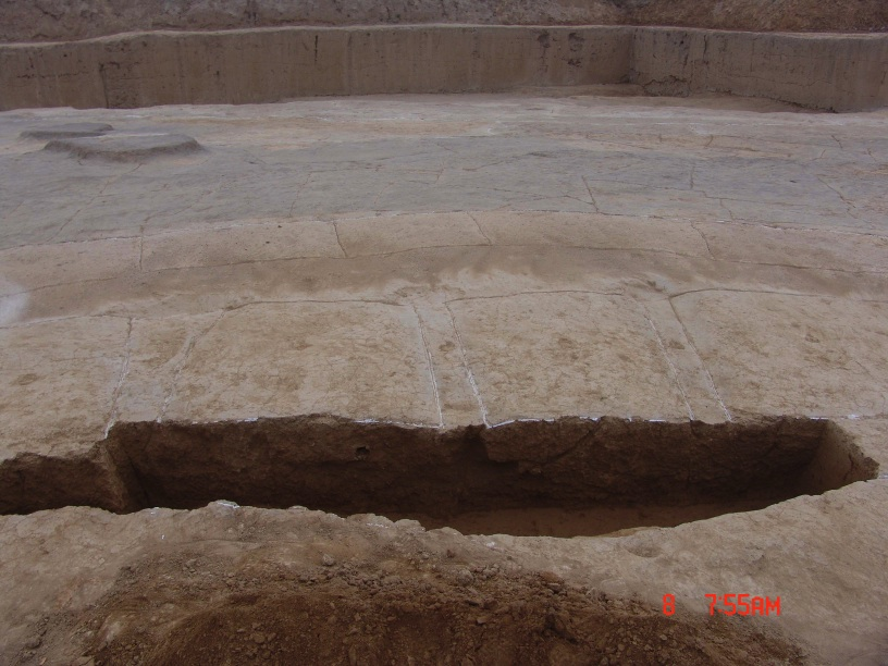 Foundations of the pillars and slots. Photograph �