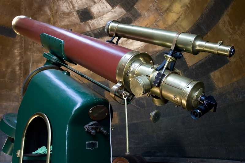 The 1874 refractor in the South Dome. Photograph �