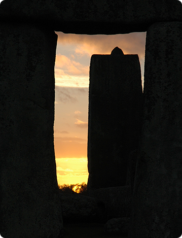 Midwinter sunset along the axis at Stonehenge, Uni