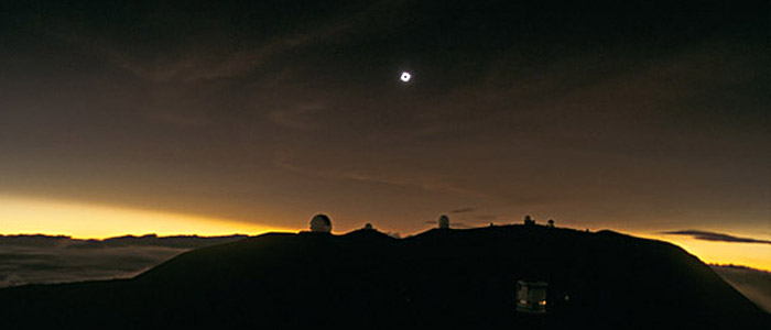 The long rare total solar eclipse of 1991 above the telescopes of Mauna Kea, Hawaii. Serge Brunier, TWAN (Twanight.org)